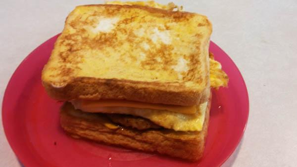 CarlsJrFrenchToastSandwich4